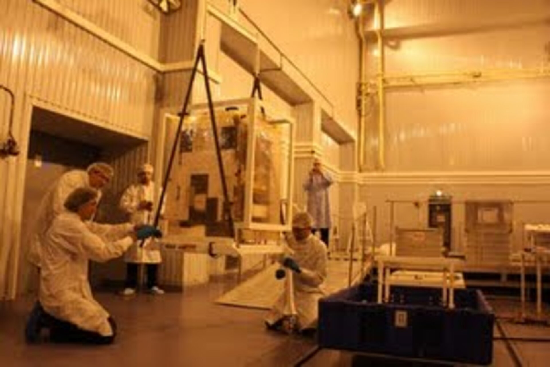 Hoisting of satellite from its container and assembly of integration dolly