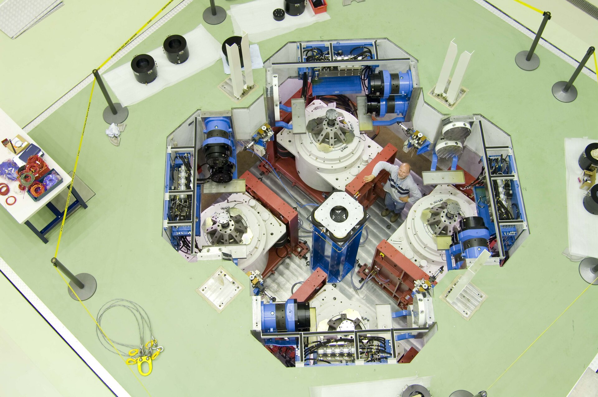 Internal view of Quad multishaker