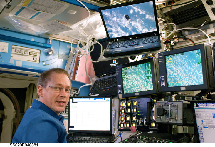 Monitoring the Japanese H-II Transfer Vehicle as it approaches the ISS
