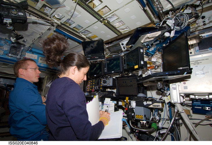 Monitoring the unpiloted Japanese H-II Transfer Vehicle as it approaches the ISS