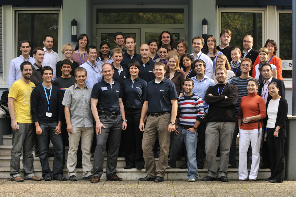 New astronauts meet Young Graduate Trainees and engineers at ESOC