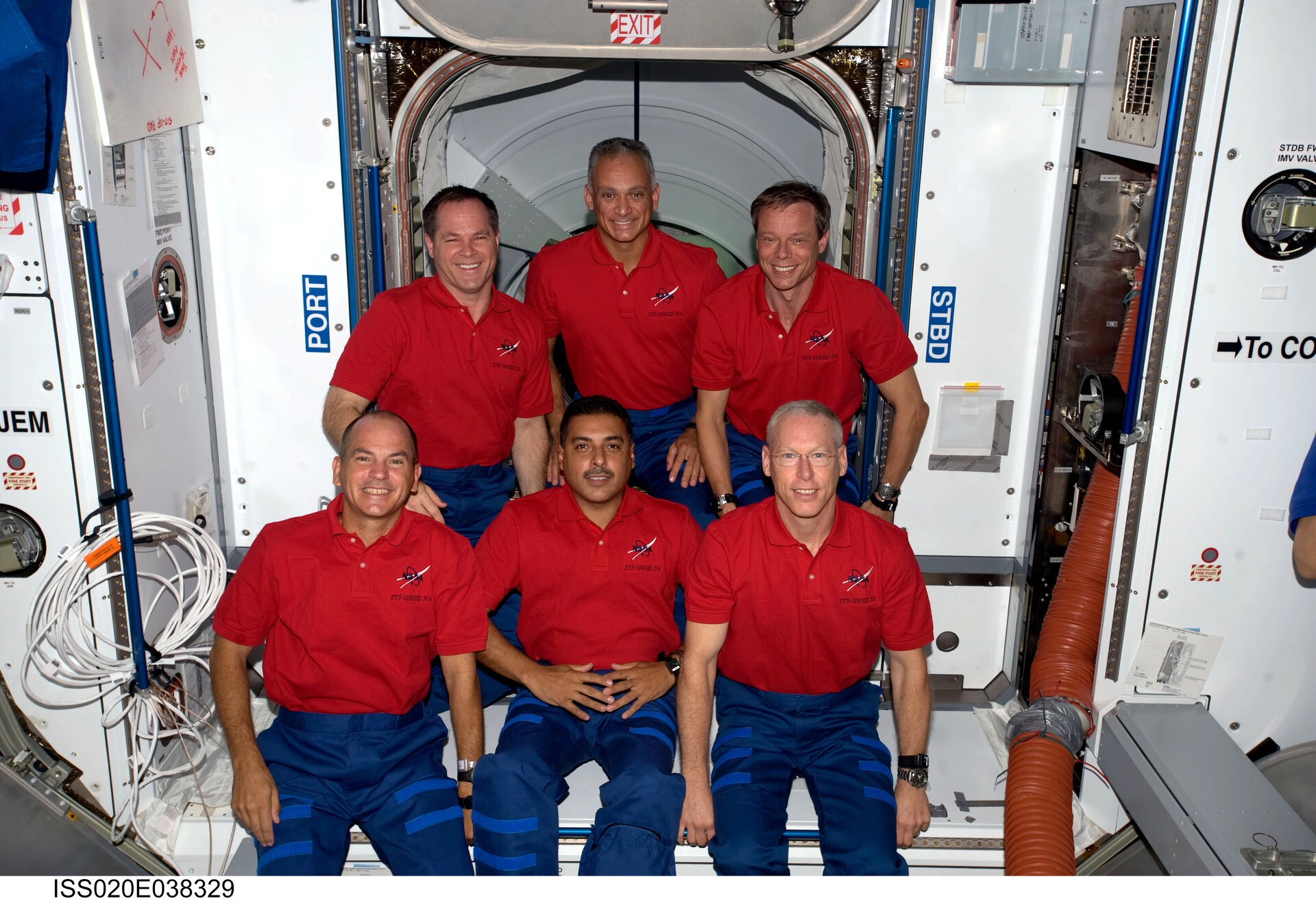 STS-128 crew portrait (without Expedition 20 exchange crewmembers)