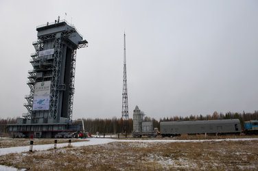 The SMOS and Proba-2 upper composite arrive at the launch pad