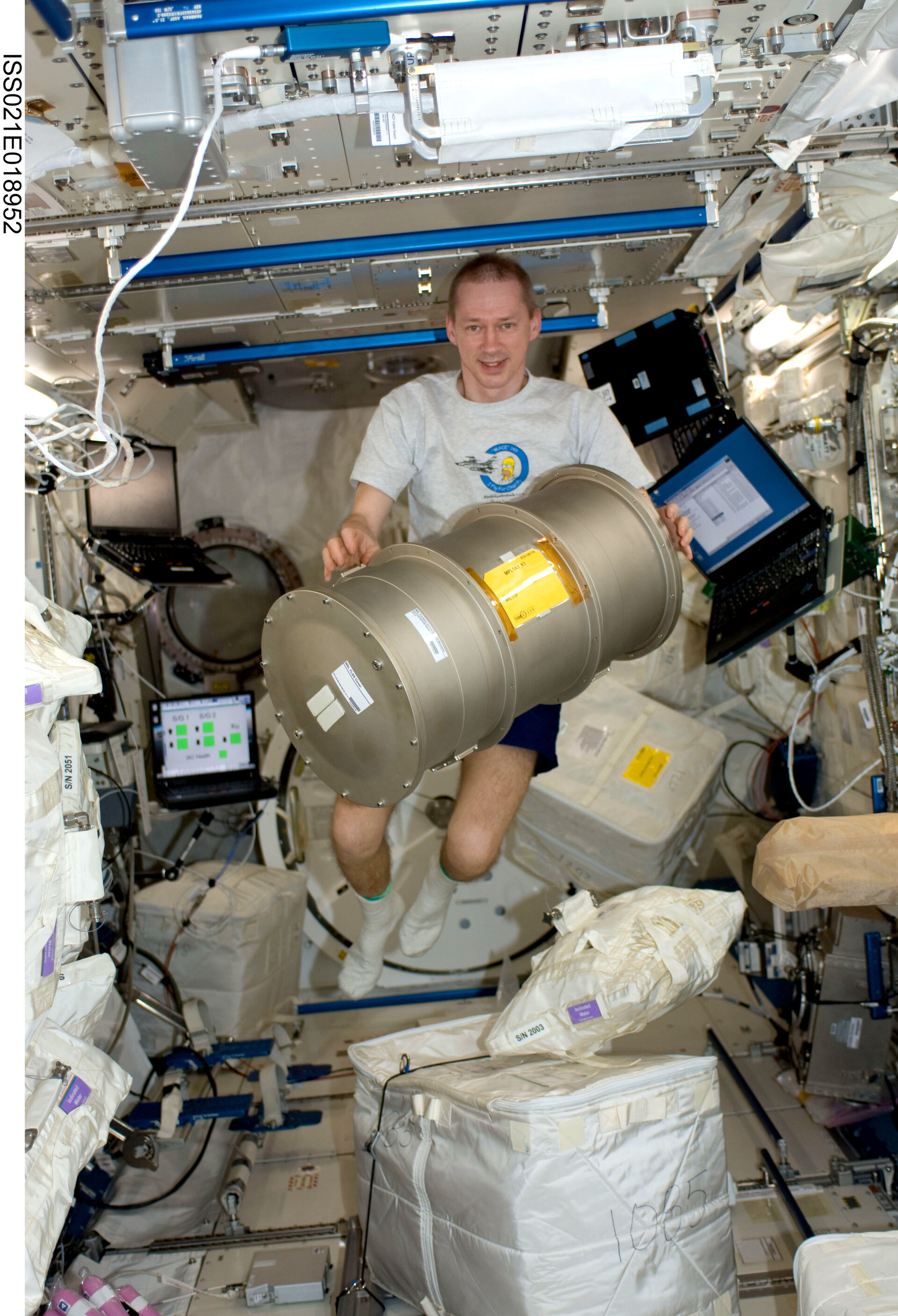 ESA astronaut Frank de Winne working with Materials Science Laboratory