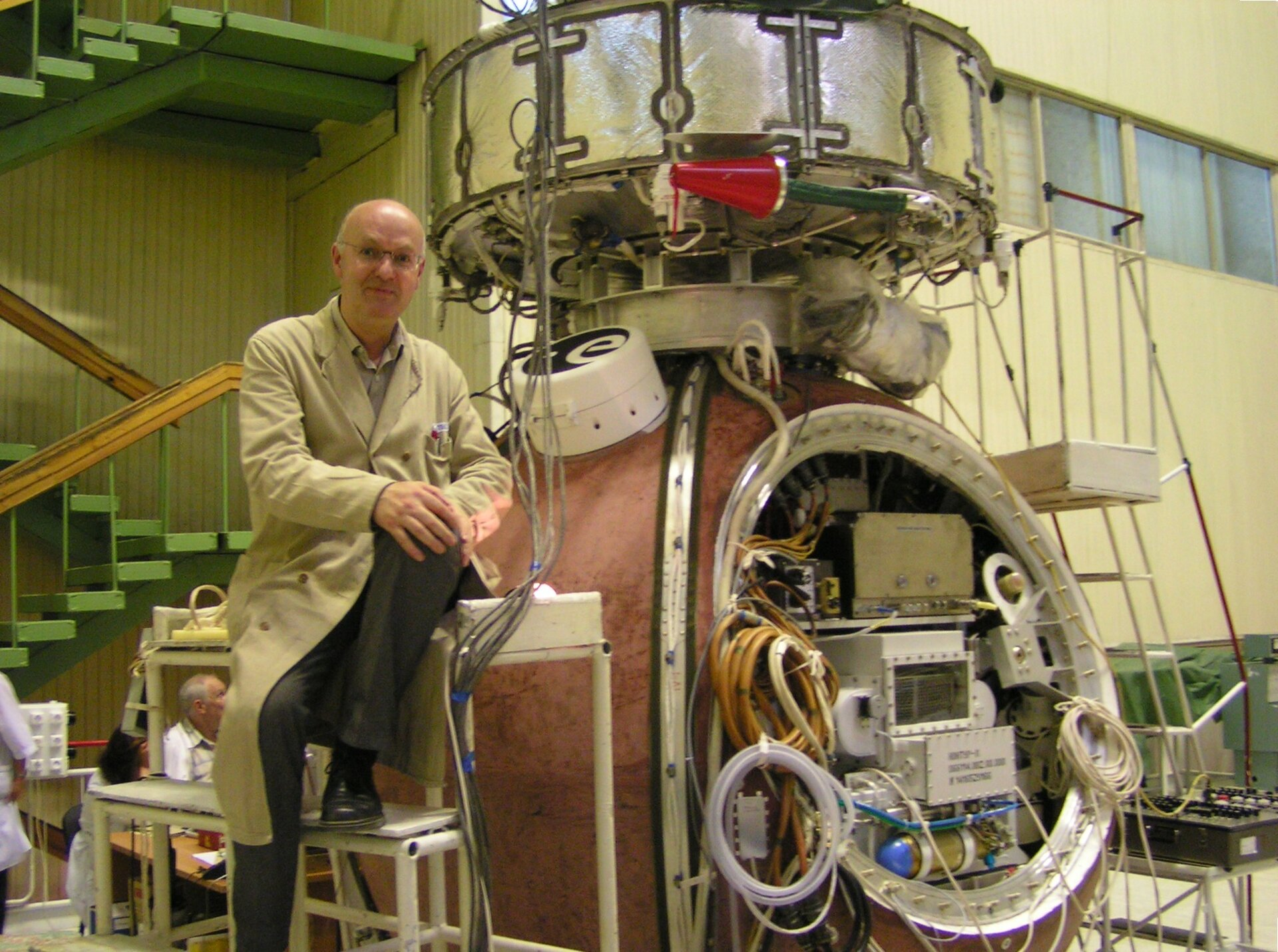 René Demets with Biopan container at the surface of Foton-M3 capsule