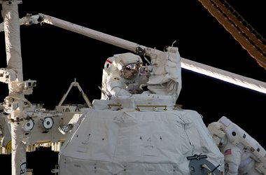 Astronauts Behnken and Patrick remove insulation and bolts from Cupola