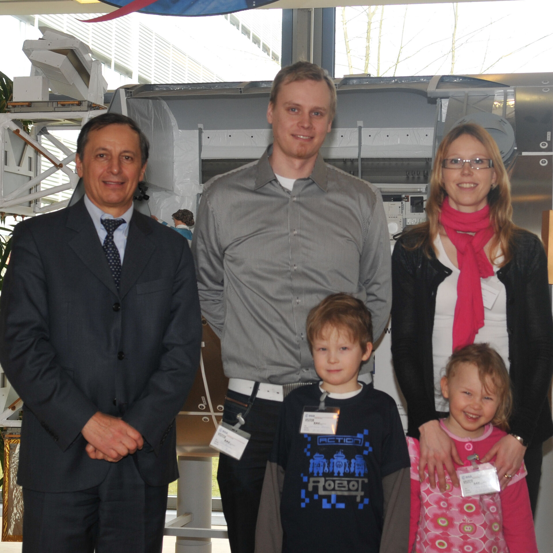 Esa Alanen with his family and Michel Togini