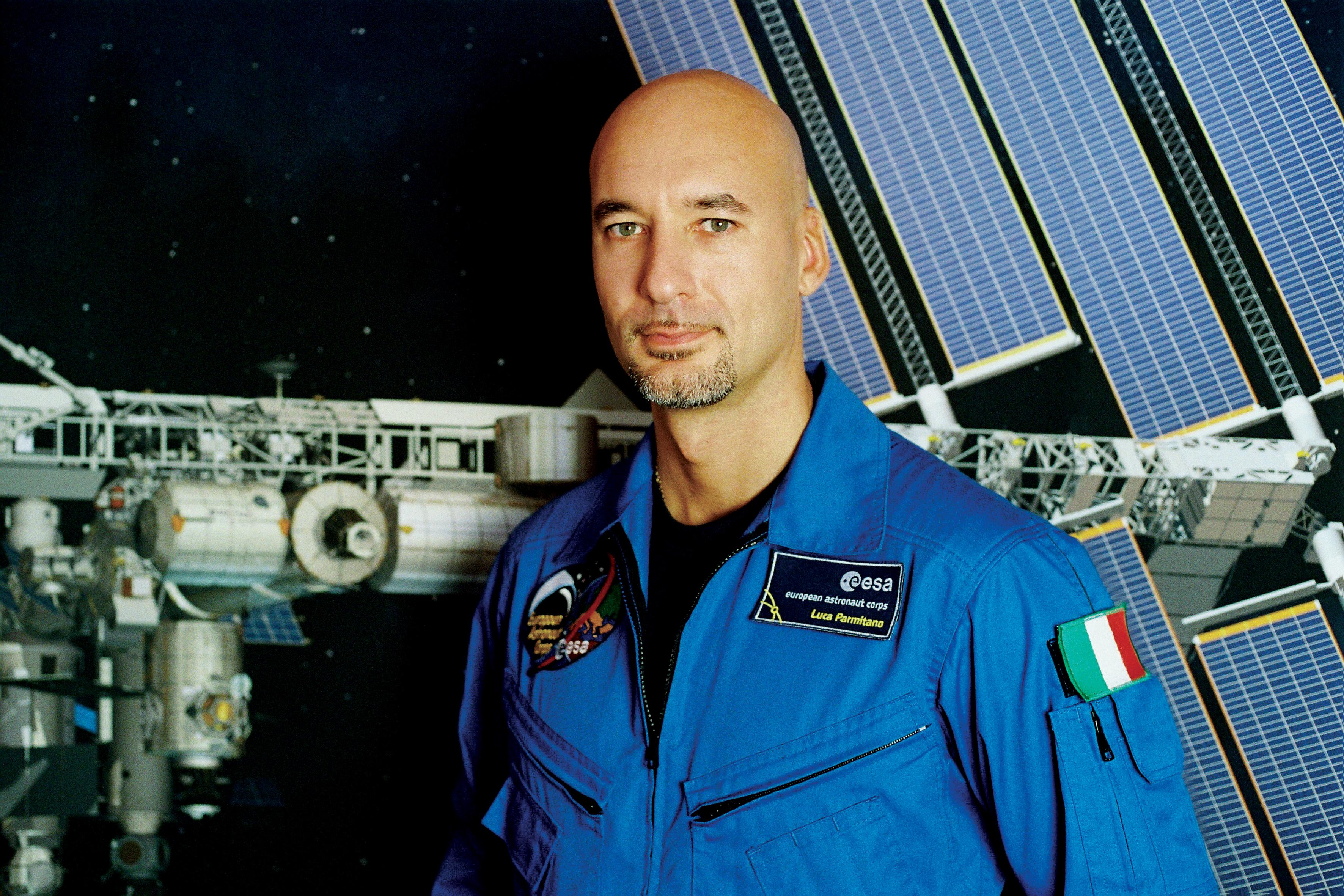 Астронаут ќе пушта музика од Веселената