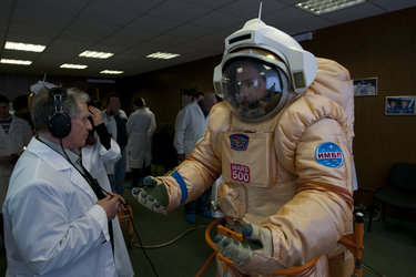 Testing a 'martianised' Orlan spacesuit