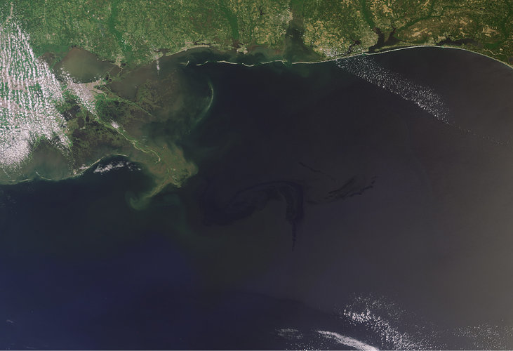 Oil spill nears the coast