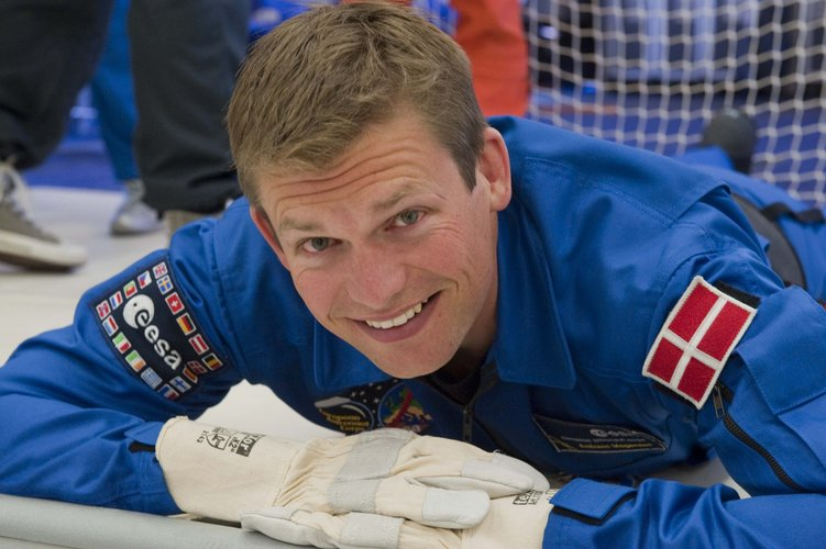 Andreas Mogensen resting between parabolas
