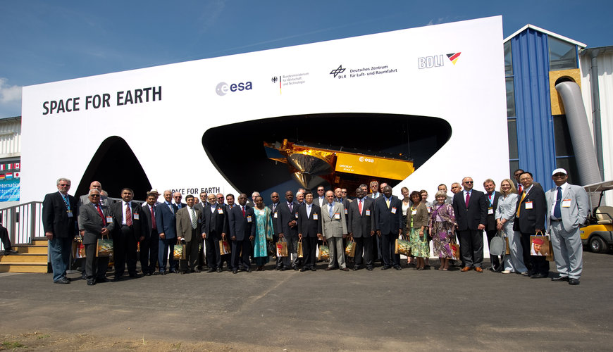International Ambassadors visit the Joint Space Pavilion 'Space for Earth'