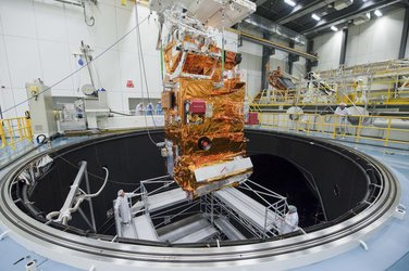 MetOp-B PLM lowered into LSS