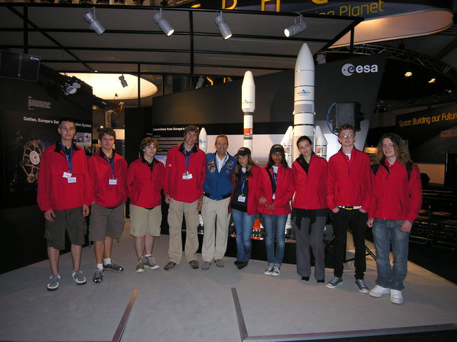 Finalists from the French, US and UK teams attending the Tri-Nation Rocketry Challenge meet ESA astronaut JF Clervoy