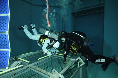 Alexander Gerst during training in the Neutral Buoyancy Facility at EAC