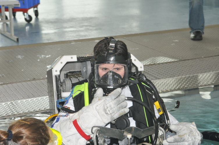 Samantha Cristoforetti during training  in the Neutral Buoyancy Facility at EAC