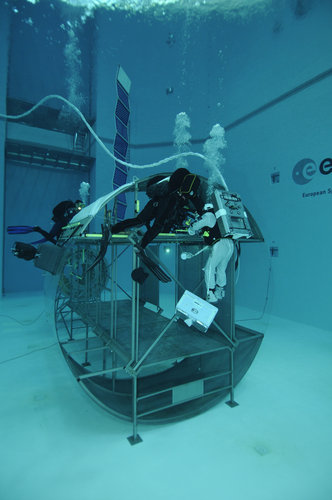 Thomas Pesquet during training in the Neutral Buoyancy Facility at EAC