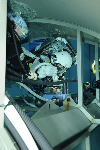Timothy Peake during training  in the Neutral Buoyancy Facility at EAC