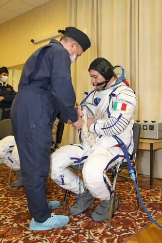 Paolo Nespoli participates in preflight fit checks and other preparations