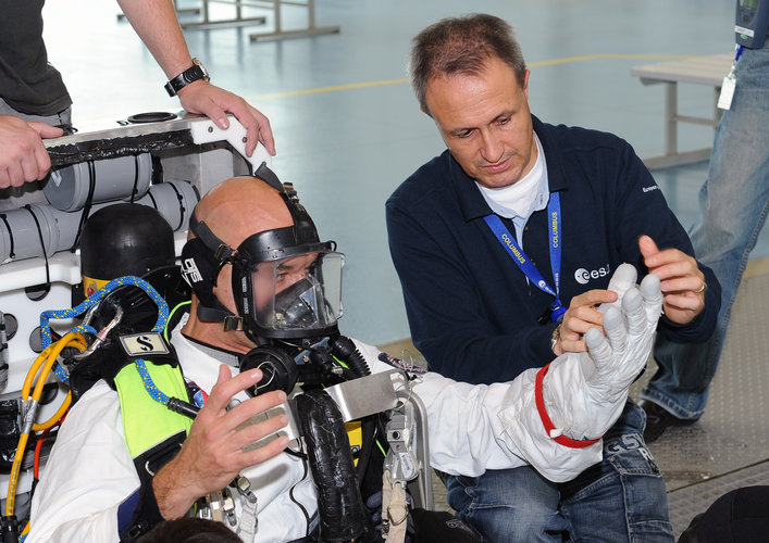 Luca Parmitano prepares for EVA training