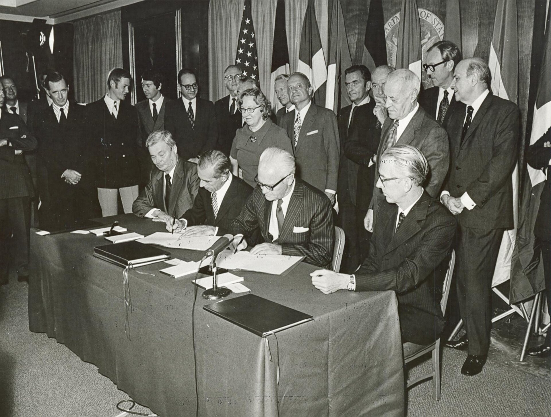 Signature of the Spacelab Memorandum of Understanding between ESRO and NASA, 1973