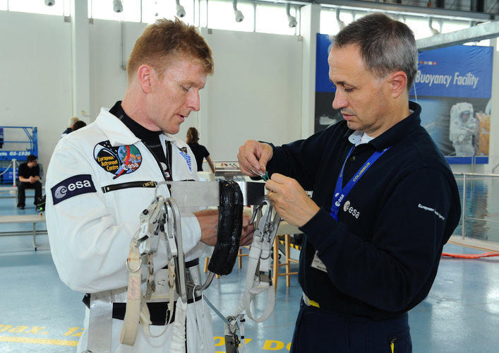 Timothy Peake preparing for EVA training