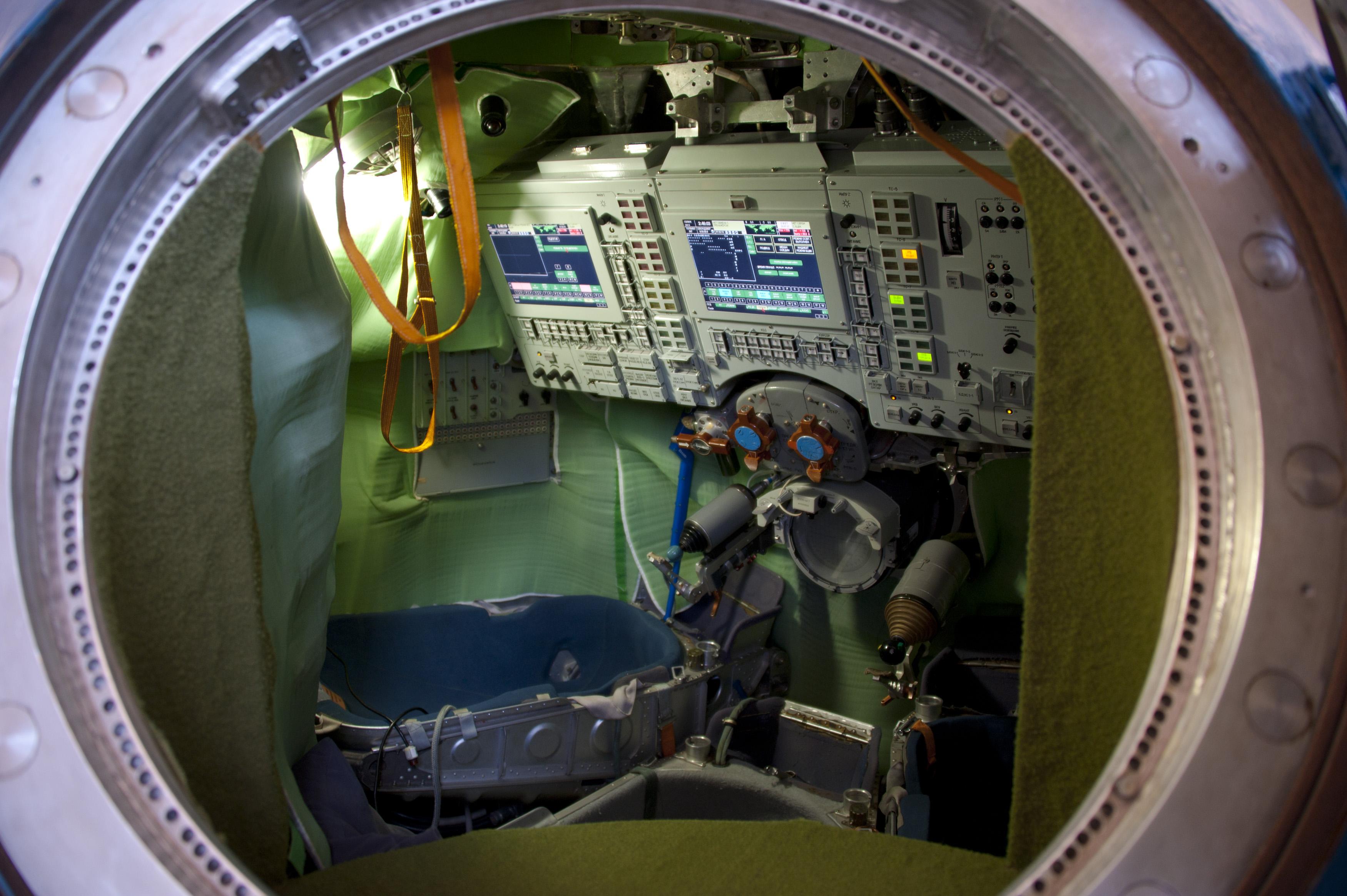 Space in images 2010 11 interior of a soyuz tma simulator - Interior space ...