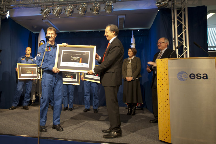 Timothy Peake receives his award