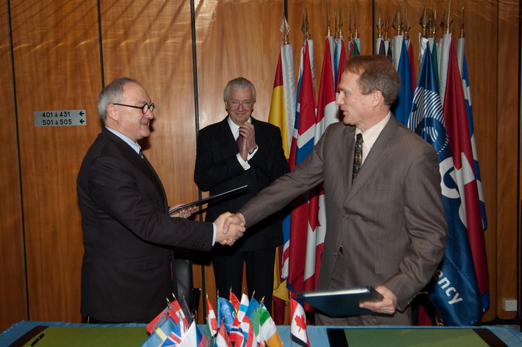 ESA and Canada renew partnership in space science and technology