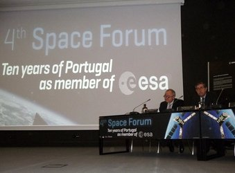 ESA's Director General and Minister Gago at the 4th Space Forum