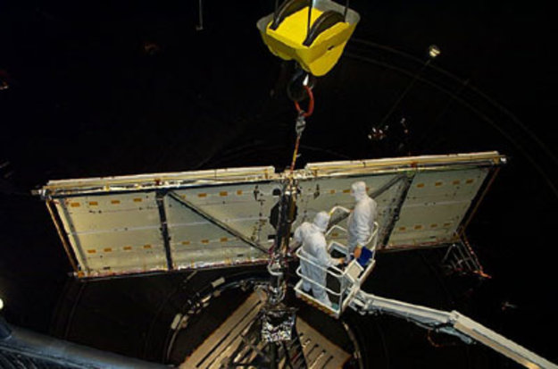 Hubble's new solar array successfully mounted