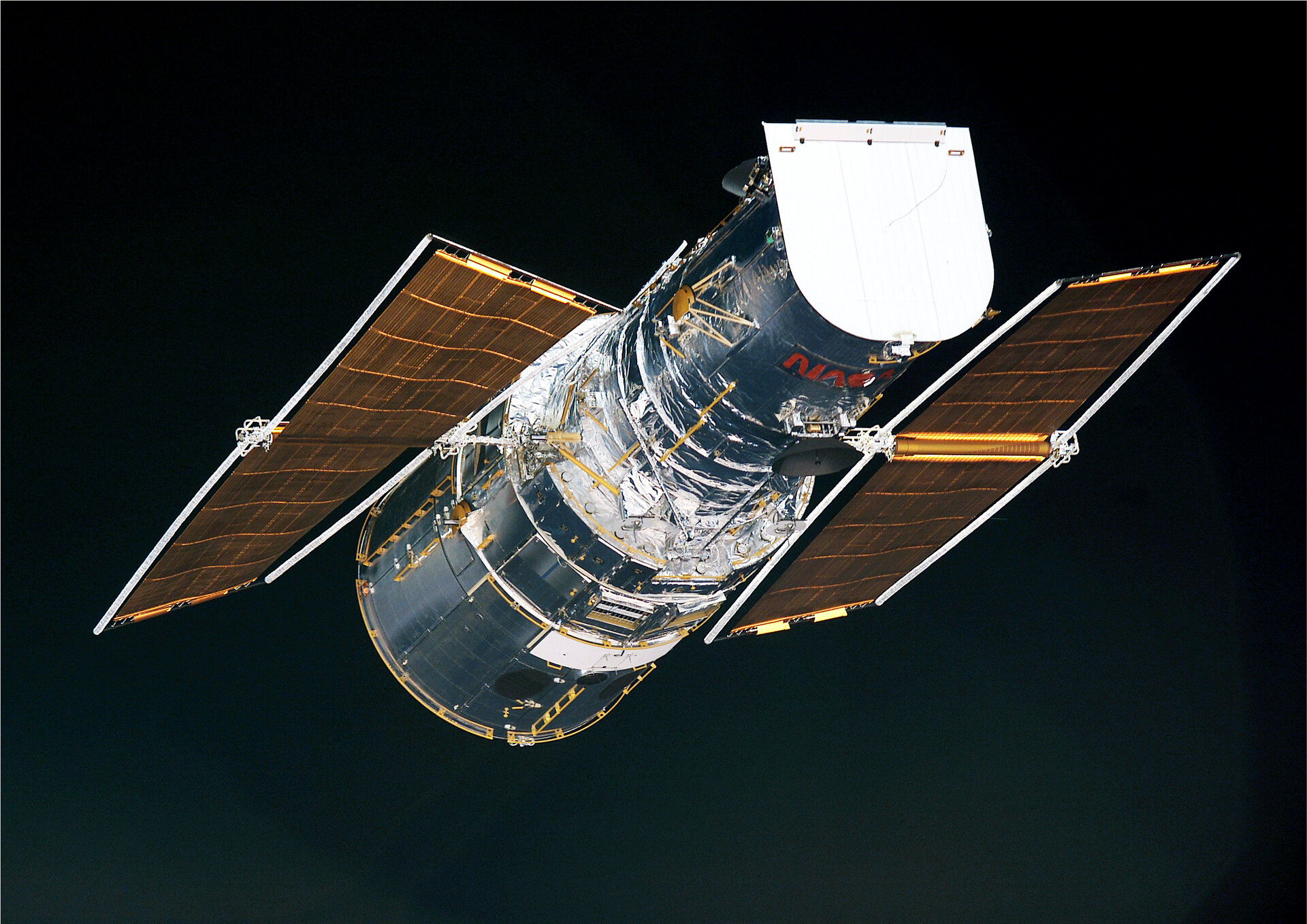 Hubble with its second set of ESA-designed solar blankets