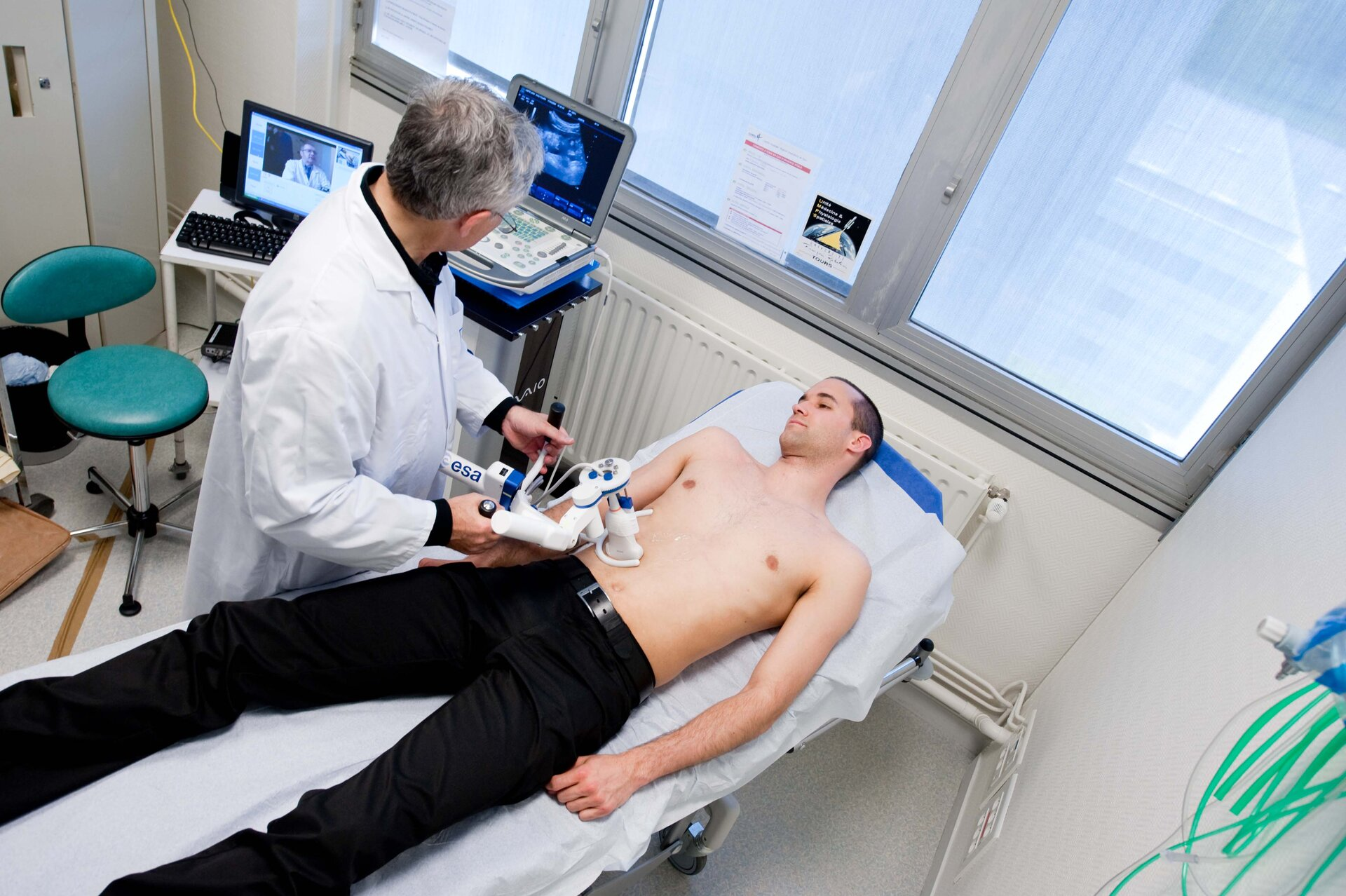 Remote-controlled ARTIS ultrasound device used on a patient