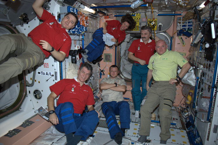 Expedition 26 toasts the New Year