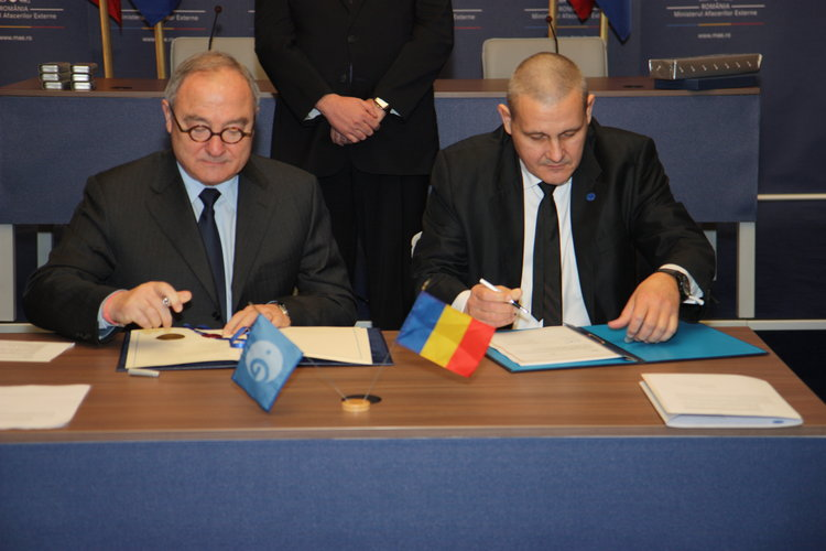 Signing the accession agreement in Bucharest
