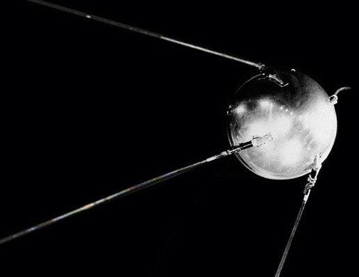 https://www.esa.int/var/esa/storage/images/esa_multimedia/images/2011/01/sputnik/15121229-1-eng-GB/Sputnik_node_full_image_2.jpg