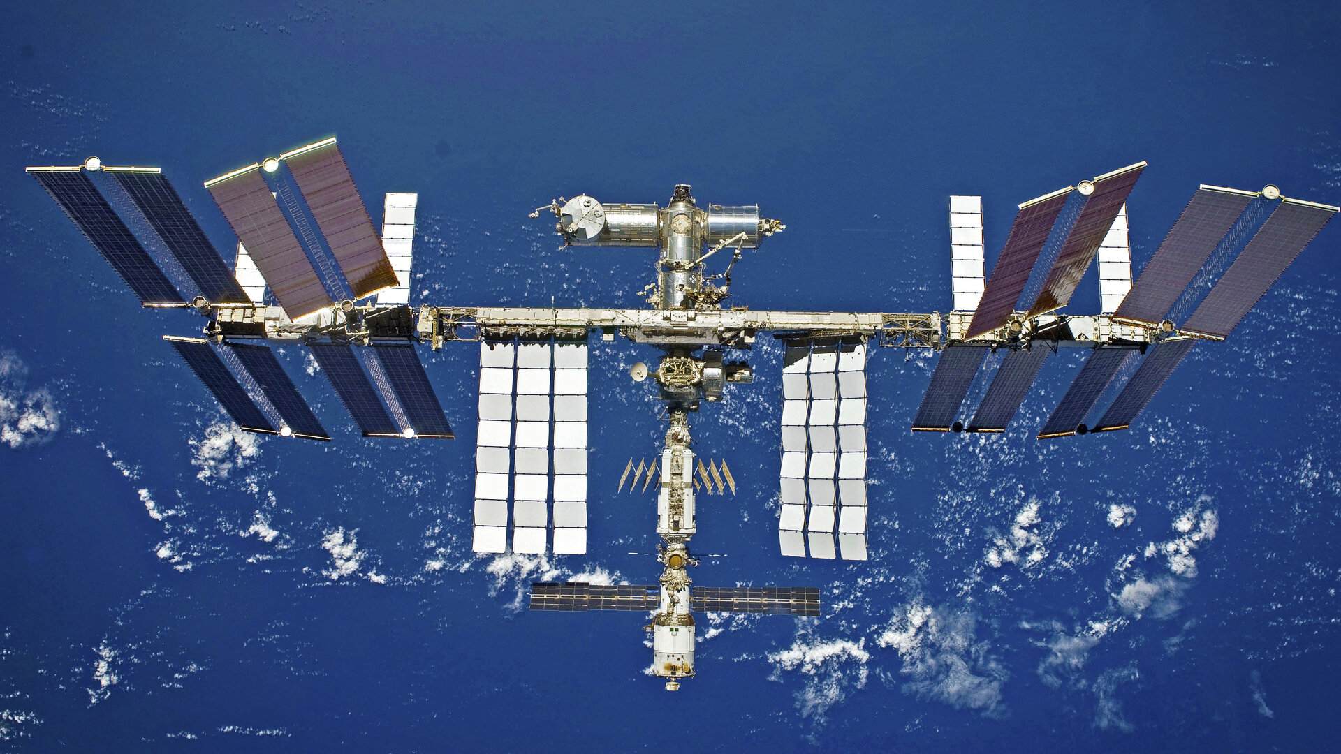 International_Space_Station_pillars.jpg