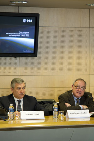 Jean-Jacques Dordain and Antonio Tajani during press briefing