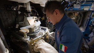 Paolo Nespoli works with LMM