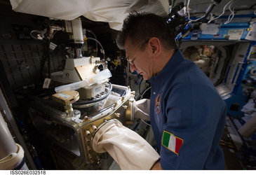 Paolo Nespoli works in space