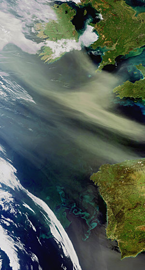 Dust and plankton in the Atlantic