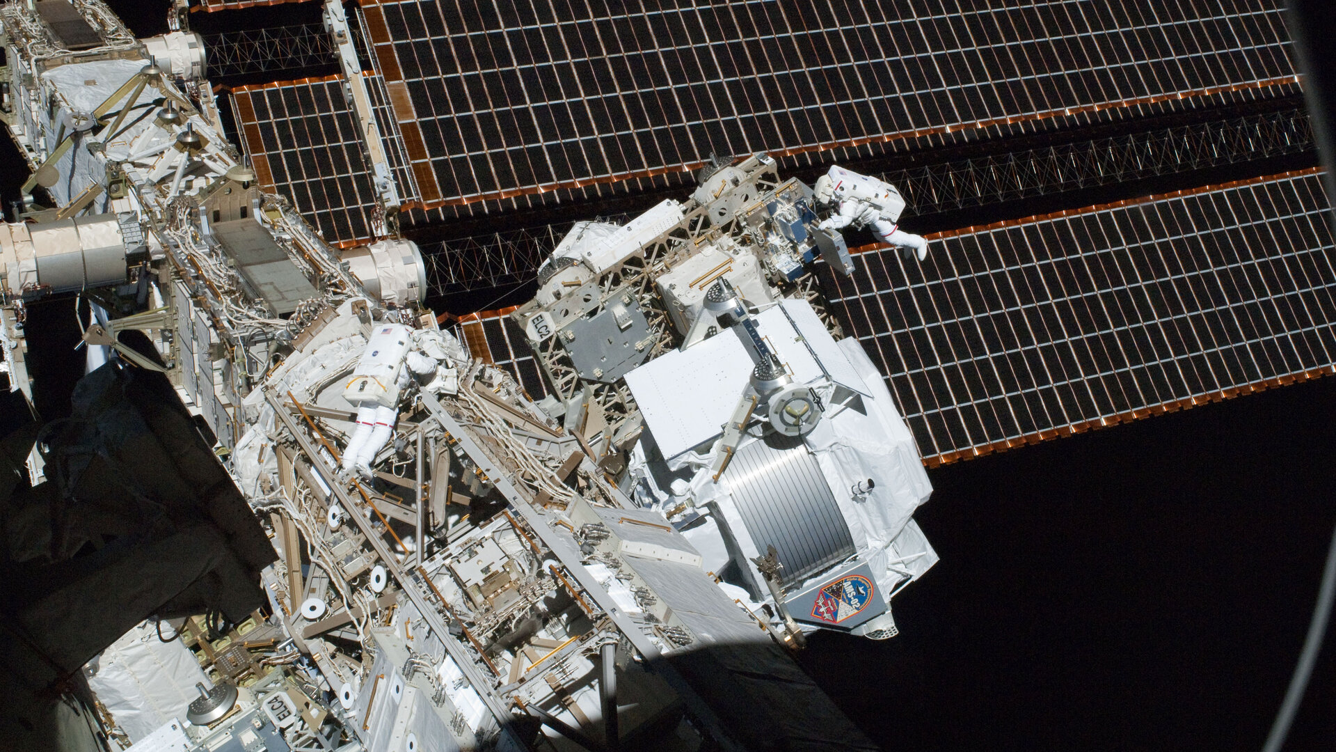 Installing dark matter detector AMS-02 outside Space Station