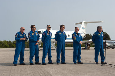 Endeavour crew arrives at KSC on 12 May