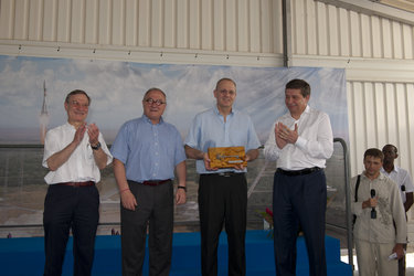 ESA hands over keys to Soyuz launch site