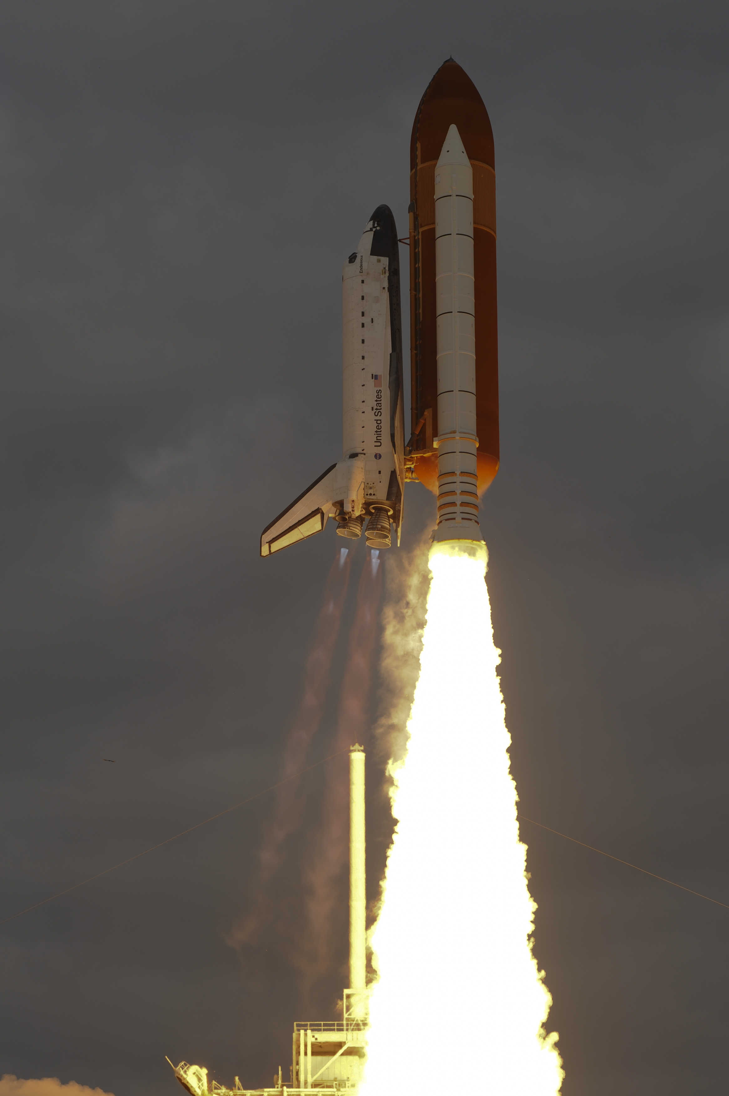 Space in Images - 2011 - 05 - Launch of Space Shuttle ...