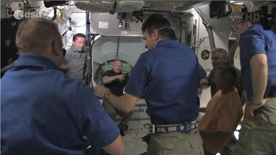 Paolo Nespoli starts a tour of ISS with new arrivals