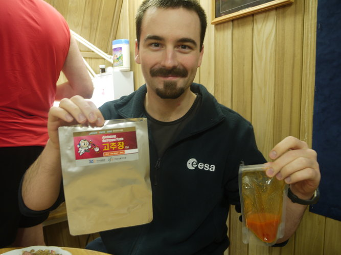 Romain tasting Korean space food