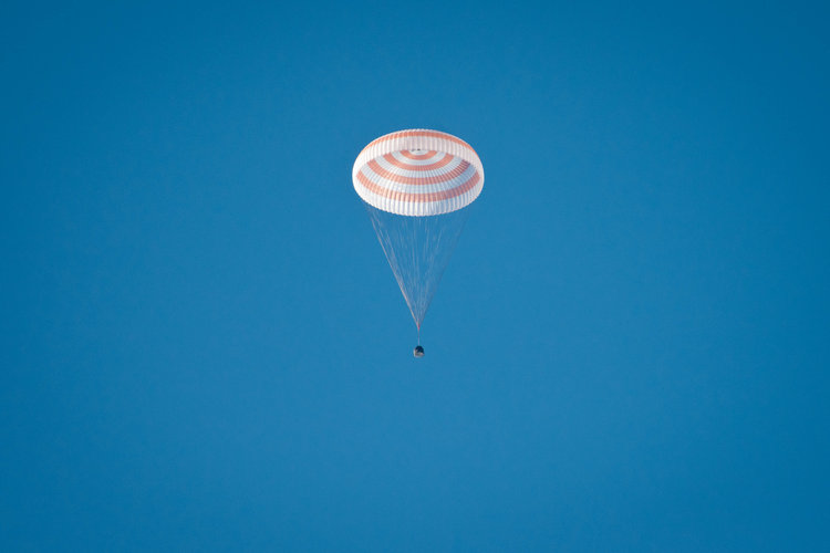 Soyuz descends under parachute
