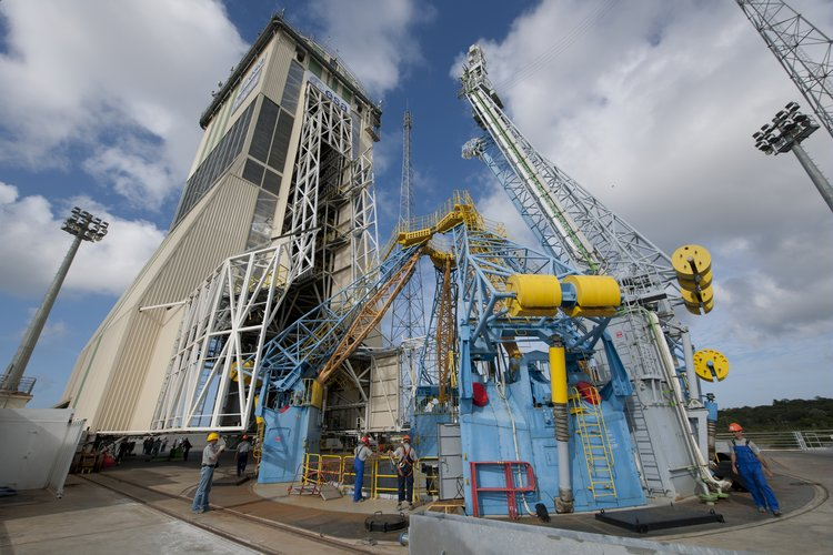 Soyuz launch pad and support arms