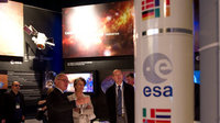 Claude-France Arnould and Jean-Jacques Dordain visit the ESA pav